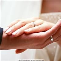 新郎新娘的手 牵手