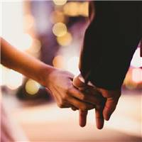 浪漫甜美的情侣牵手的唯美小清新图片
