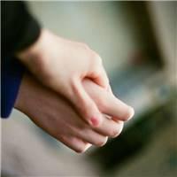 情侣手牵手,裁剪